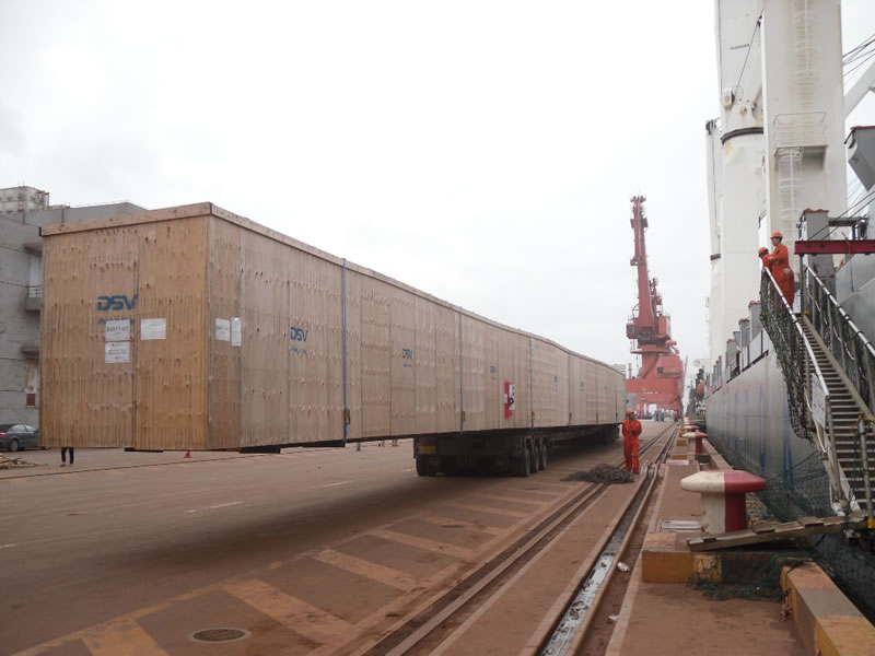transportation of 52 meters long marine wind-power blade moulds