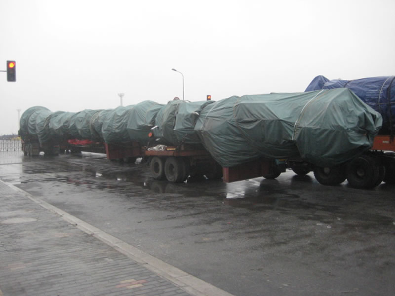 Transportation of super long chemical container equipment