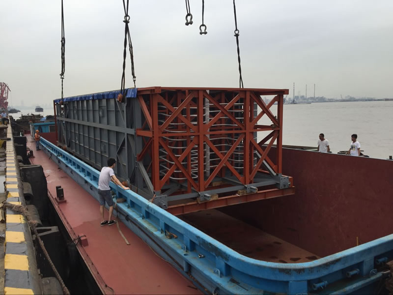 Combined transportation of 6.5m-wide heavy cargos transported by sea and land to Shanghai Port